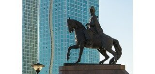 A majestic equestrian sculpture of the political and military leader Kenesary Khan stands proudly on the bank of the Ishim River, in one of the central districts of Astana. This monument is one of the main symbols of independence. Kenesary Khan was a fighter of the national-liberation movement for the independence from the Russian Empire during his reign.