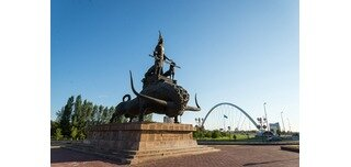 Zher-ana monument is one of the most interesting monuments in Astana, which was opened in 2008. The monument presents a queen of Saks – Tomiris, who is standing on a giant bull. Hulk bull is on a huge pedestal. Tomiris is standing with outstretched arms, and guarded by two leopards with swords.