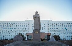 A monument of legendary figure, warior and statesman - Beybarys Sultan (full name is Sultan Baybars al-Malik al-Zahir Rukn ad-Din Beybarys al-Bundukdari al-Salikh) is established in the center of Atyrau, on Aiteke byi street, right in front of the regional akimat. It is worth to say that this is the only monument in the world set for the great Kipshak who was the ruler of Egypt.